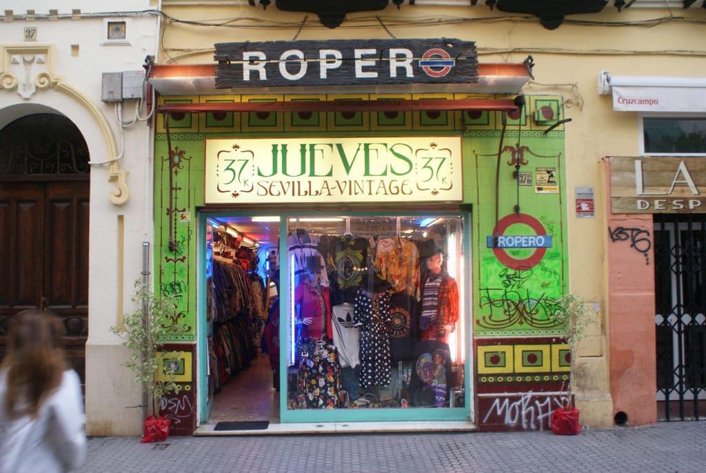 Friperie Ropero dans le quartier d'Alameda à Séville.