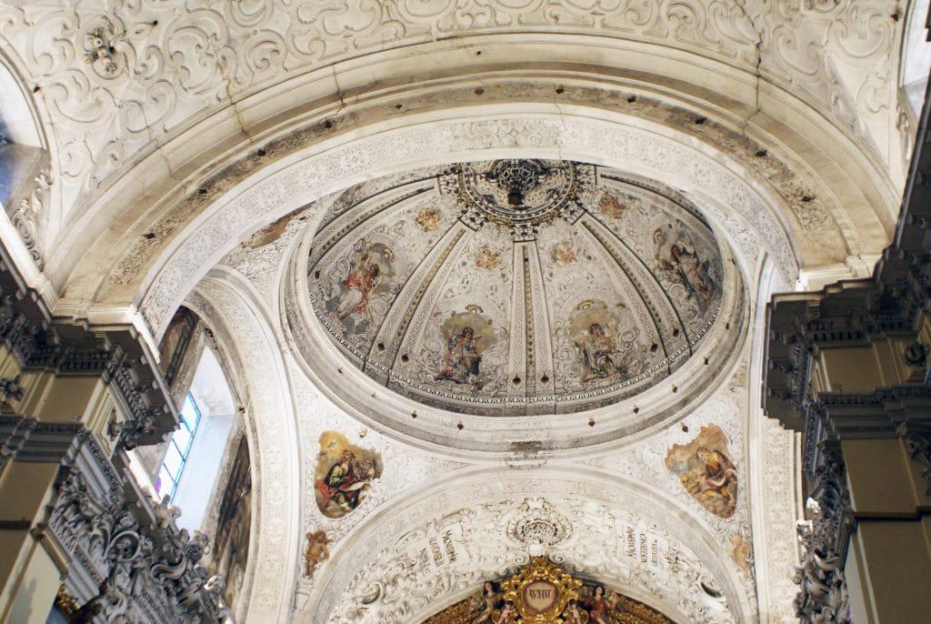 Dôme au dessus du maitre autel de l'église San Jorge de l'hopital de la Caridad à Séville.