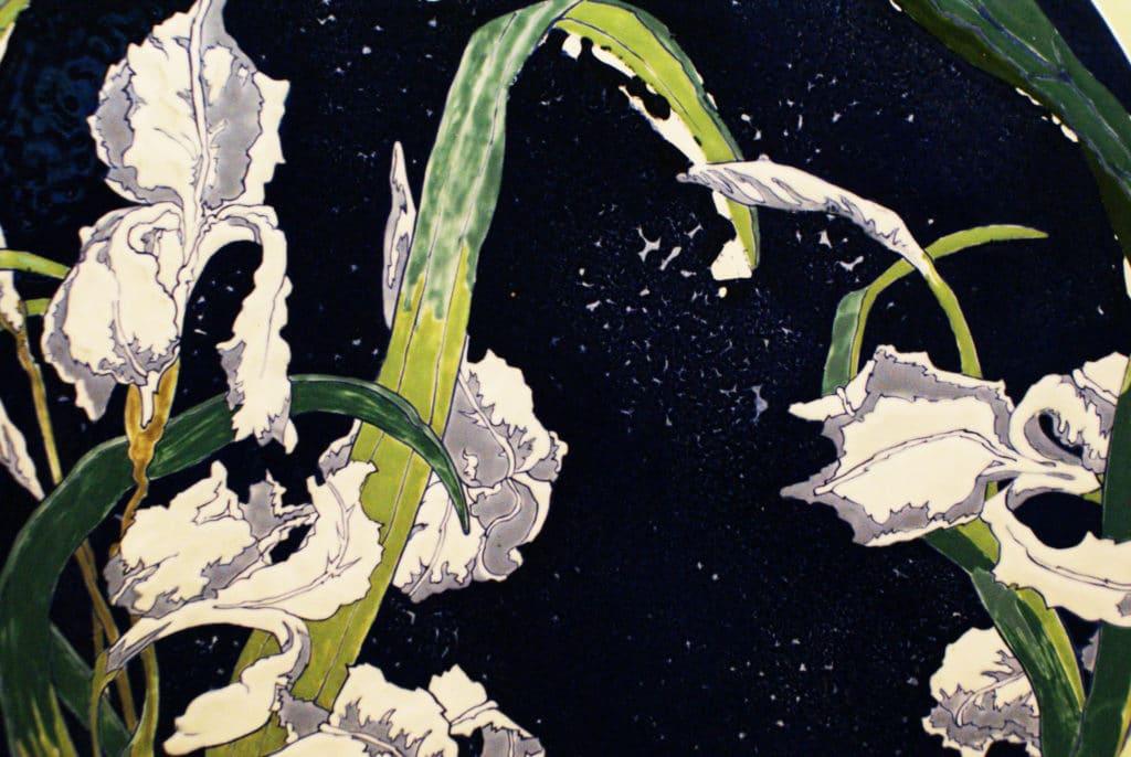 Superbe iris dans le collection de céramique du musée ethnographique de Séville.