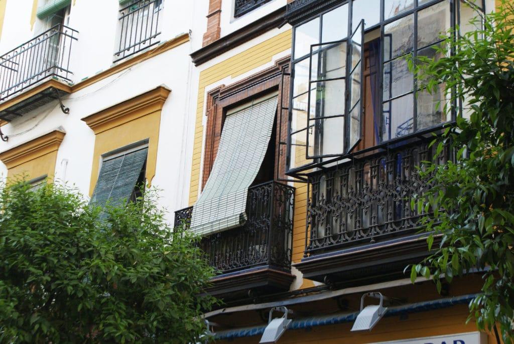 Voici un store détendu dans le quartier d'Alameda à Séville. Au propre et au figuré.