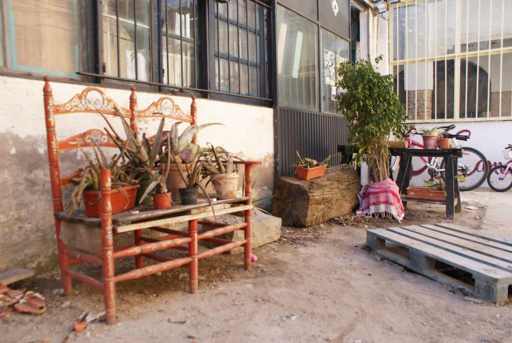 Dans une arrière cour du quartier d'Alameda à Séville.