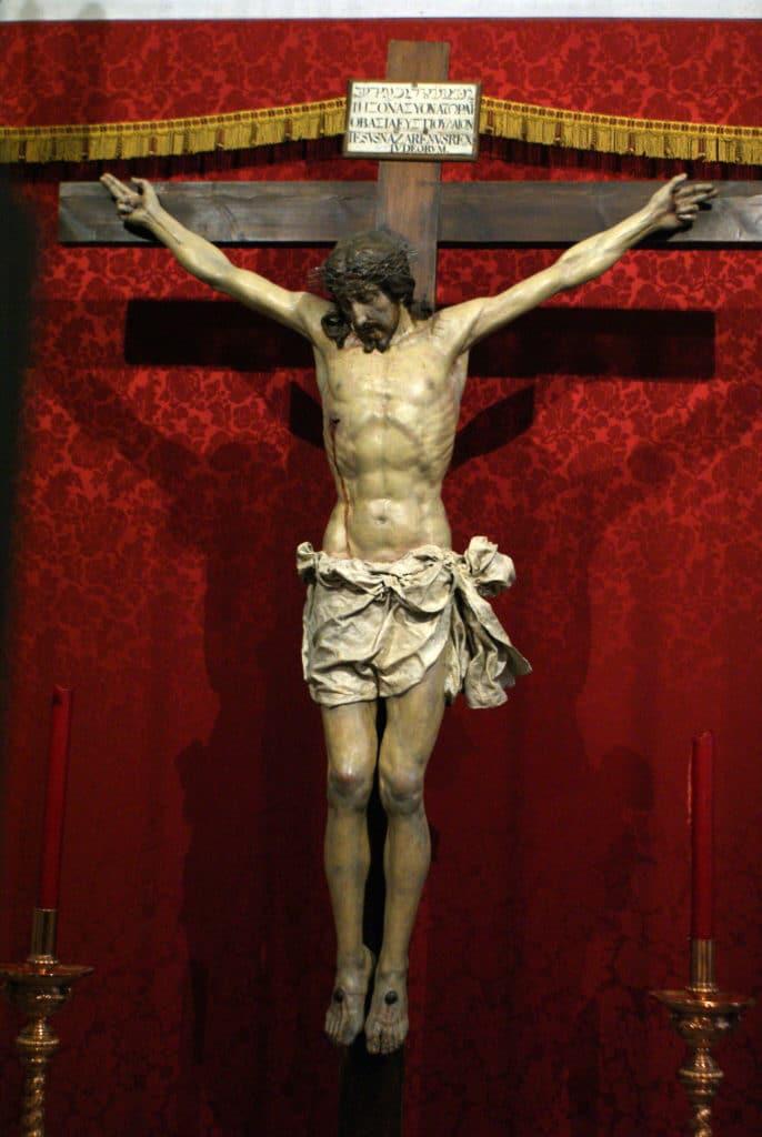 Statue de Jésus dans l'église du monastère de Sacromonte devant la Sierra Nevada à Grenade.