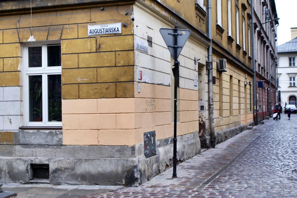 Dans une rue du quartier de Kazimierz à Cracovie.