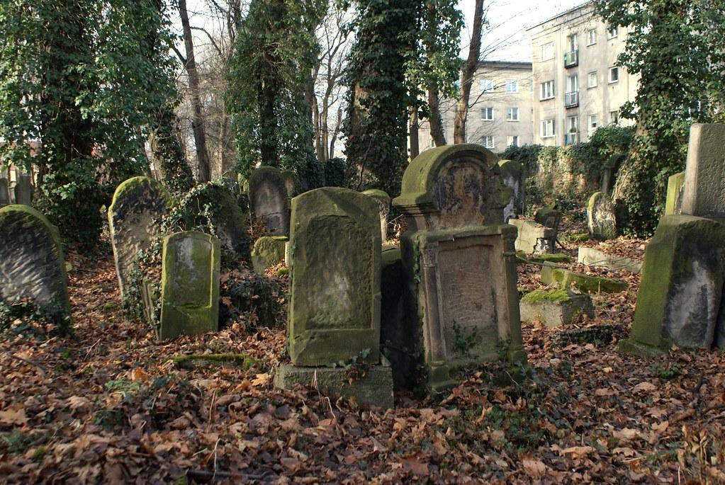 Dans le nouveau cimetière juif de Cracovie