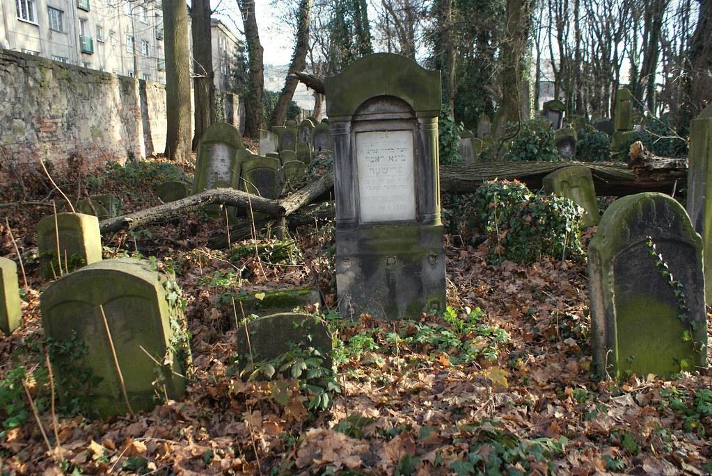 Stèles dans le Nouveau cimetière juif de Cracovie.