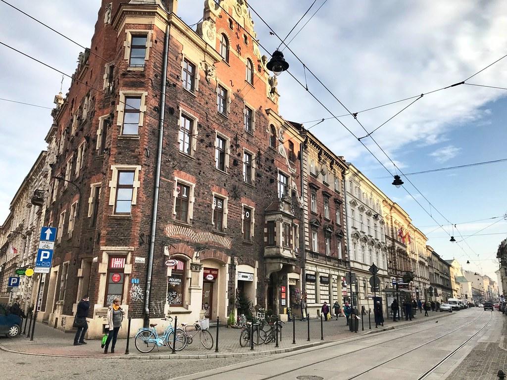 Dans le quartier de Piasek à Cracovie sur la rue Karmelicka.