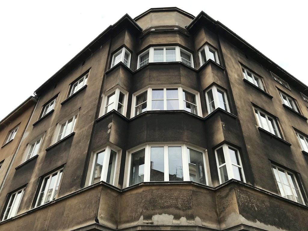 > Architecture : Construction moderniste des années 1920/1930.