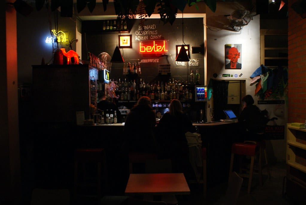 Bar Betel à Cracovie, lieux de rencontre d'artistes en devenir.