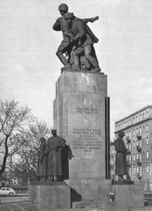 L'ironique monument de la Fraternité d'Armes à Varsovie [Praga]