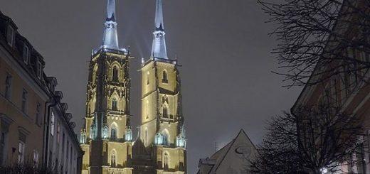 576px-Katedra_p.w._C59Bw._Jana_Chrzciciela2C_wieczorem.jpg