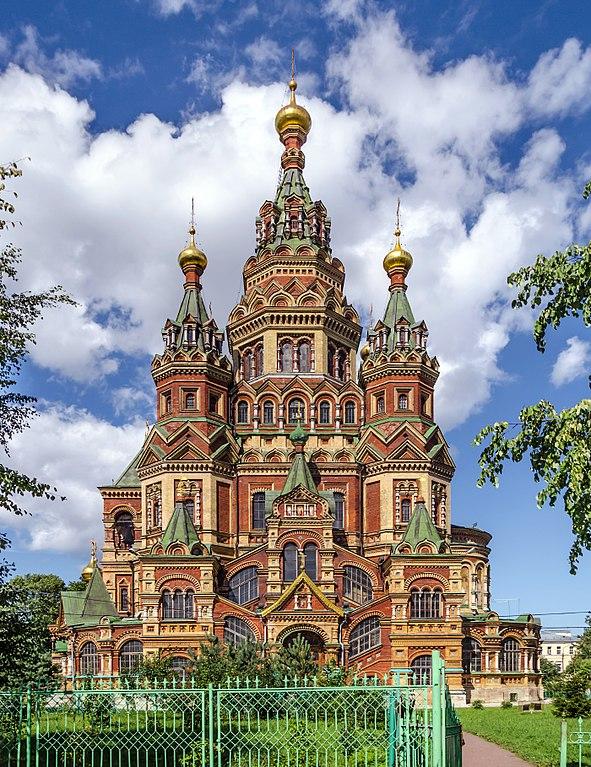 Eglise de Saint Pierre et Saint Paul à Peterhof près de Saint Petersbourg. Photo d'Alex Fedorov, Wikimedia Common.