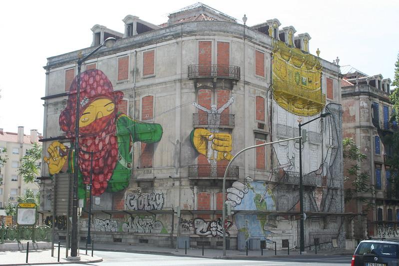 Street art à Lisbonne de Os Gémeos + Blu - Photo de Manuel Faisco