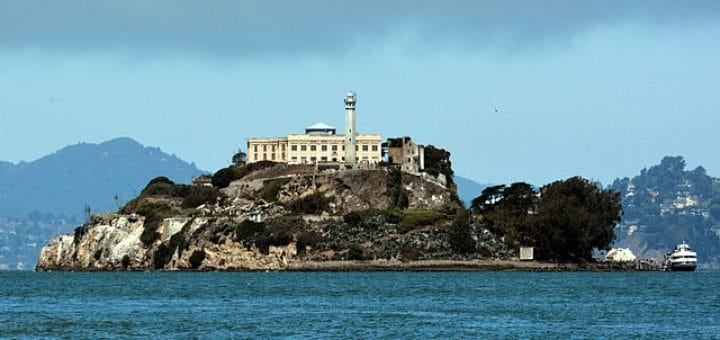 640px-Alcatraz_Island_photo_D_Ramey_Logan.jpg