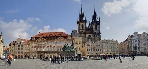 640px-Old_Town_Square_Praga_01.jpg