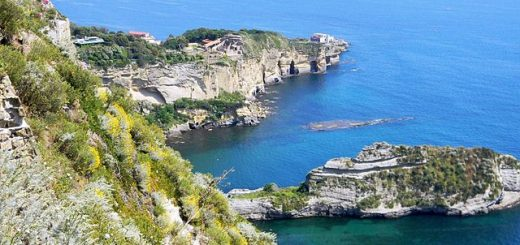 640px-Parco_Virgiliano_a_Posillipo.jpg