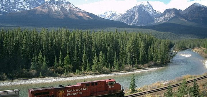 640px-Train_in_Rockies.jpg