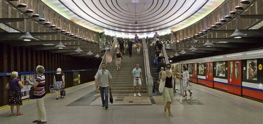 640px-Warsaw_07-13_img37_Plac_Wilsona_metro.jpg
