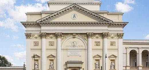 768px-Kościół_św_Anny_w_Warszawie_p7_1.jpg
