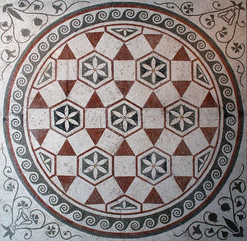 Antiquité du musée national romain : Mosaïque de sol géometrique au Palazzo Massimo alle Terme à Rome. Photo de Jean-Pol Grandmont.