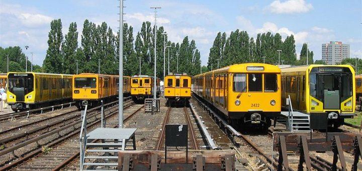 799px-U-Bahn_Berlin_verschiedene_Fahrzeugtypen_Friedrichsfelde.jpg