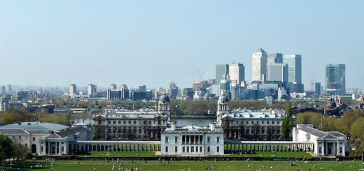 800px-Greenwich_Park2C_Queen27s_House2C_Greenwich_Hospital2C_Thames_26_Canary_Wharf.jpg