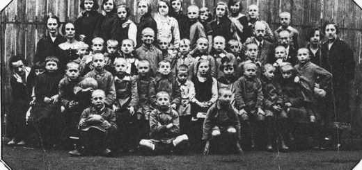 800px-Janusz_Korczak_-_Nasz_Dom_-_1920-28.jpg