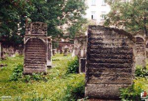 Cimetière juif Remu'h à Cracovie et Moïse Isserles [Kazimierz]