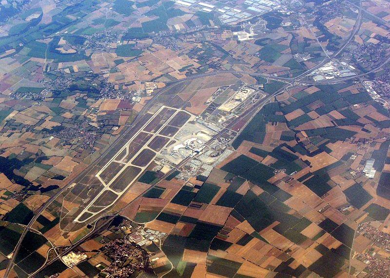 Rejoindre Lyon centre depuis l'aéroport : Rhonexpress, bus, taxi et covoiturage