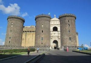 Chateau Castel Nuovo à Naples : Monstre angevin [San Ferdinando]