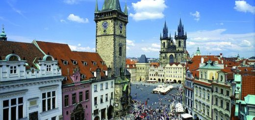 800px-Prague_old_town_square_panorama.jpg