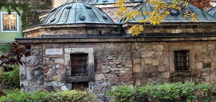 800px-Torok_furdo_Budapest_Ganz_utca_PB010341-lev-1000.jpg
