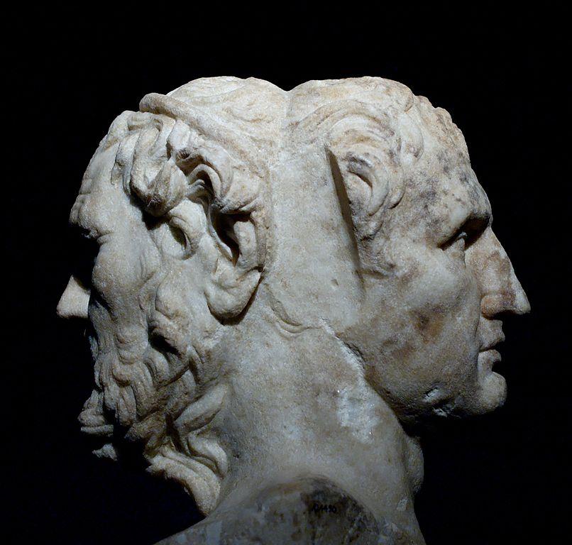 Antiquité du musée national romain : Statue d'Homère et Ménandre au Palazzo Massimo alle Terme à Rome.