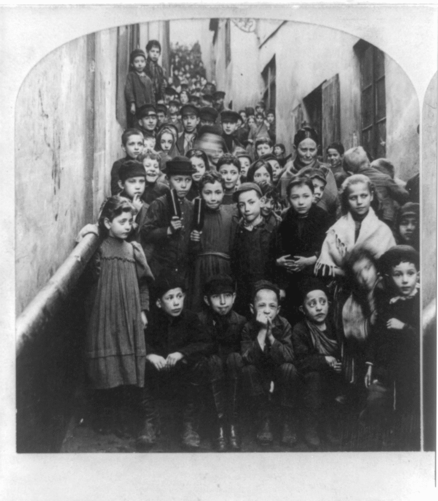 Enfants juifs à Varsovie en 1897 - photo de B.W. Kilburn.