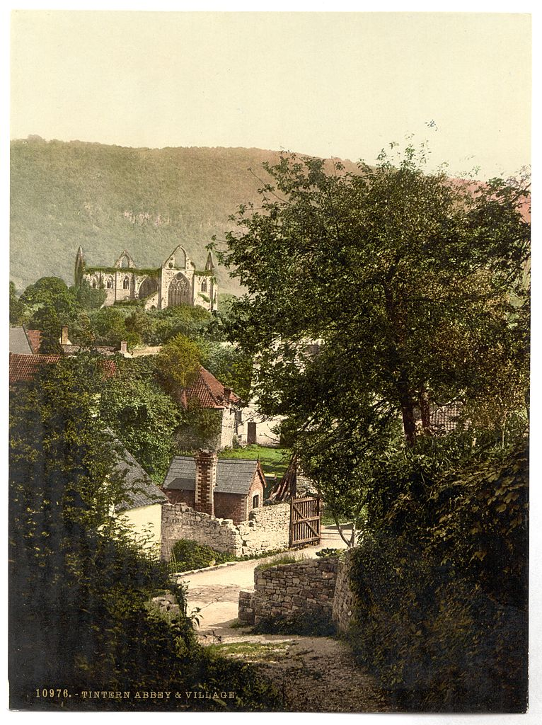 Lieux d'inspiration pour la création d'Harry Potter : Tintern Abbey et son village dans la forêt de Dean vers 1900.
