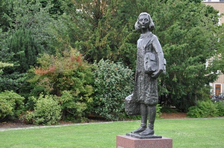 Statue d'Anne Frank au Pays-Bas - © Gus Maussen