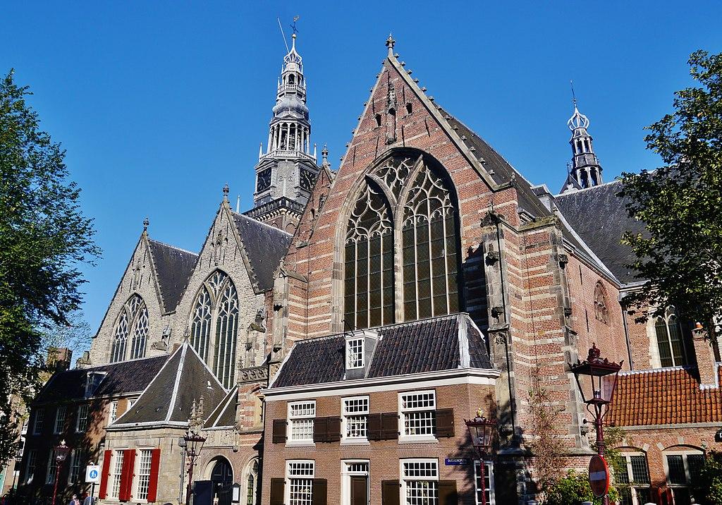 Oude Kerk dans le quartier rouge, la plus ancienne et la plus belle église d'Amsterdam - Photo de Zairon