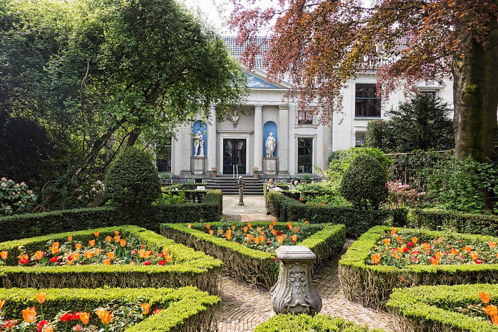 Dans le jardin du musée Van Loon dans le quartier des Canaux d'Or d'Amsterdam - Photo de Jean-Christophe Benoist.