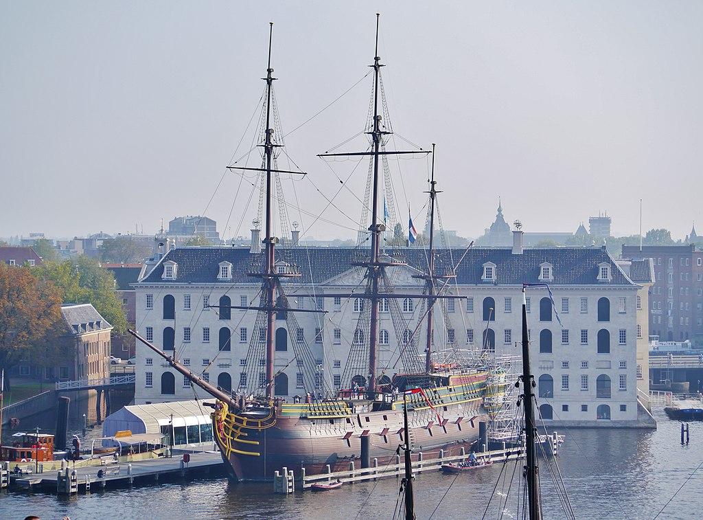 Musée de la marine vue depuis le musée des sciences Nemo à Amsterdam - Photo de Zairon
