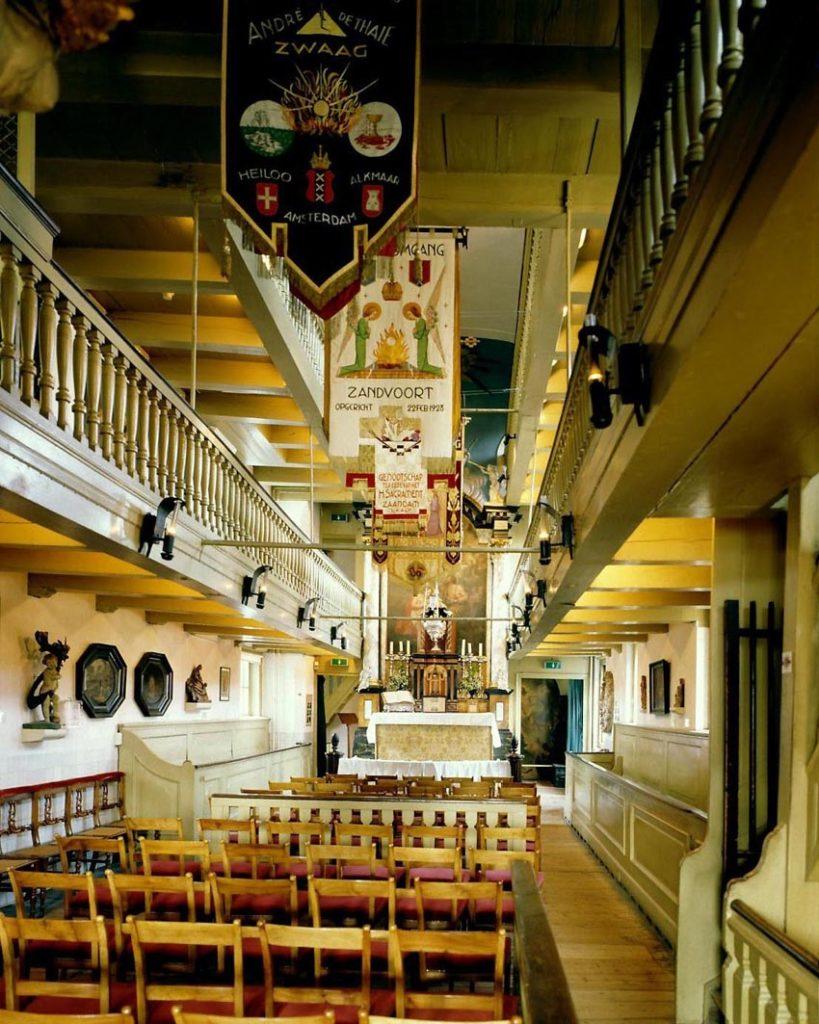 L'église catholique d'Amstelkring ou l'église cachée dans le quartier rouge d'Amsterdam.