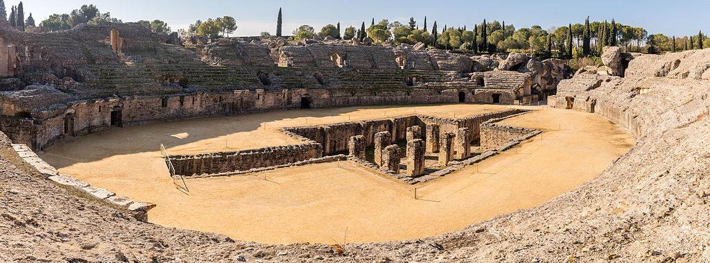 Ruine de l'amphithéâtre romain dans la ville d'Itálica à Séville - Photo de Diego Delso