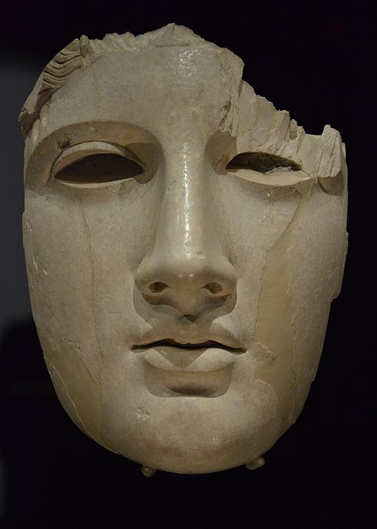 Antiquité du musée national romain : Masque d'Apollon en ivoire au Palazzo Massimo alle Terme à Rome. Photo de Carole Raddato