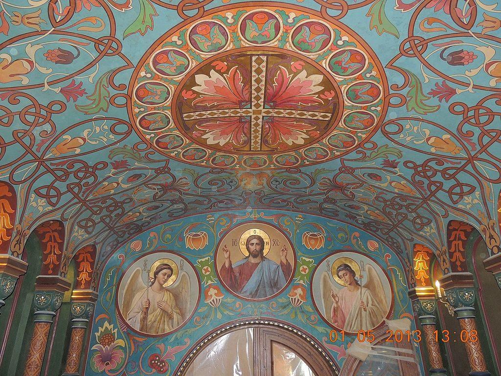 Entrée de l'église de la dormition ou de l'Assumption de la Vierge Marie à Saint Petersbourg -angelius1979