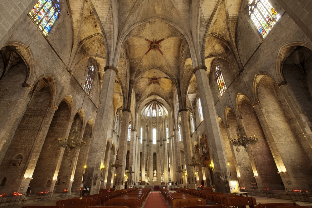 A l'intérieur de l'église Santa Maria del Mar à Barcelone.