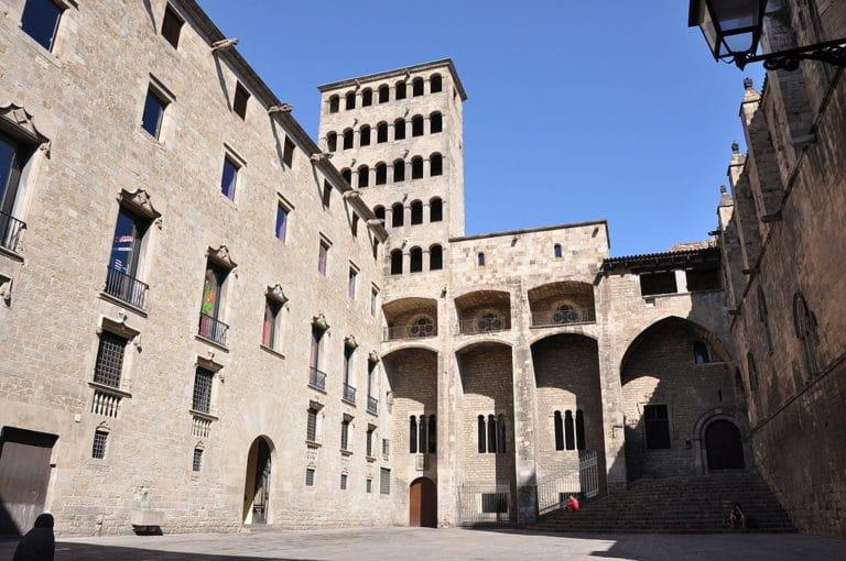Plaça del Rei dans le centre historique du Gotico à Barcelone - Photo de Catalan Art Architecture Gallery Josep Bracons