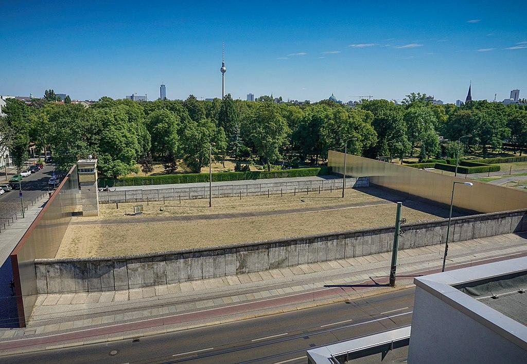 Mémorial et musée du mur de Berlin près de Prenzlauer Berg à Berlin. Photo de Einaz80