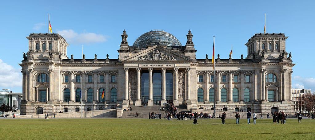 Façade du Reichstag, le parlement allemand à Berlin - Photo de MField, Matthew Field