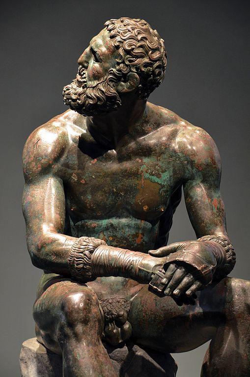 Antiquité du musée national romain : Statue du boxeur au Palazzo Massimo alle Terme à Rome. Photo de Carole Raddato.