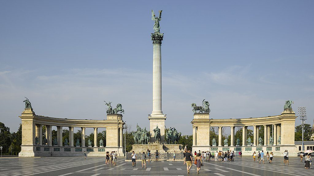 Place des héros de Budapest - Photo d'Andrew Shiva Wikipedia CC BY-SA 4.0