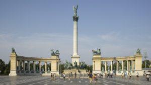 Place des héros à Budapest : Sur les traces des Magyars