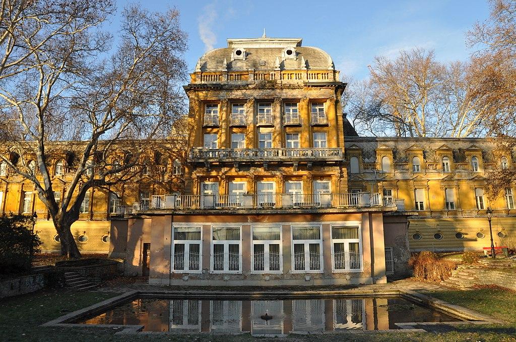 Thermes Lukacs dans le quartier de Felhévíz à Budapest - Photo de Christo